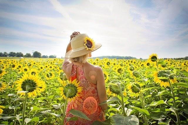 Tránh tiếp xúc với ánh nắng mặt trời trong quá trình hồi phục da